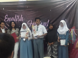 ENGLISH CLUB SMAN 10 DEPOK RAIH JUARA 1 LOMBA ESSAY WRITING ENGLISH FESTIVAL (E-FEST) KE-4 DI INSTITUT  PERTANIAN BOGOR (IPB)